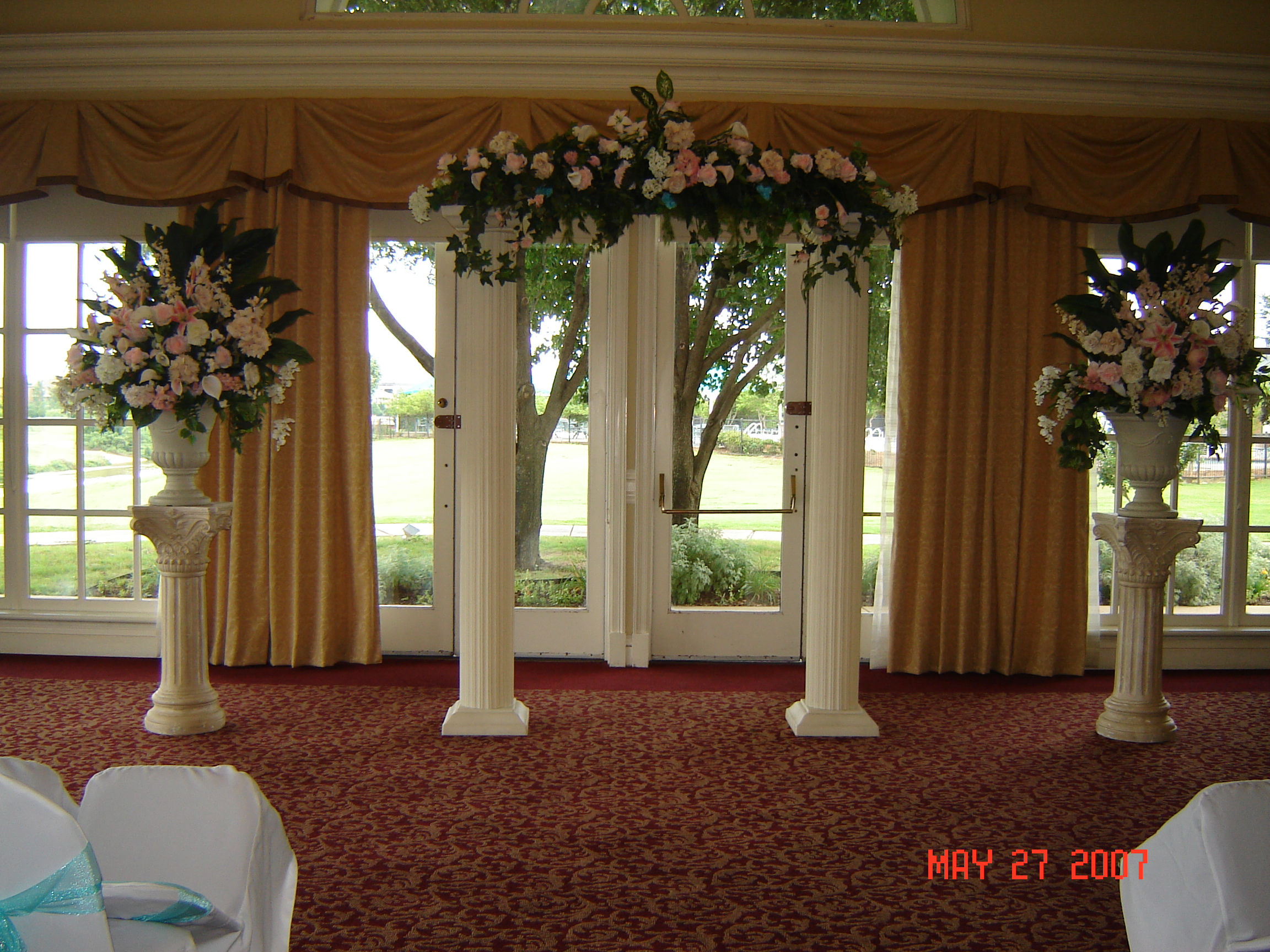 Simply Elegant Weddings Columns And Balustrade Rentals Colonnade Groups Urns White Columns