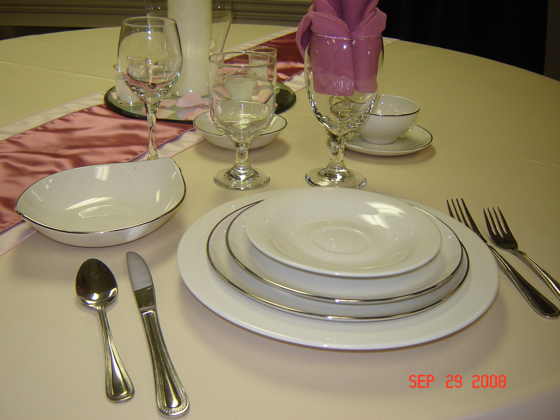 Gallery For Gt Fancy Dinner Plate And Silverware
